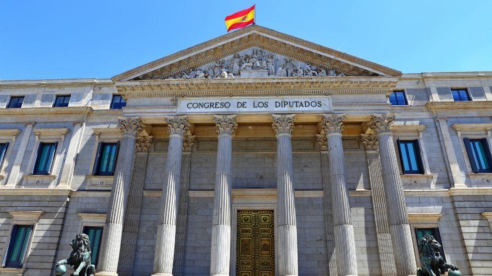 El Gobierno aprueba 1.320 millones de euros para autoconsumo, baterías y climatización renovable